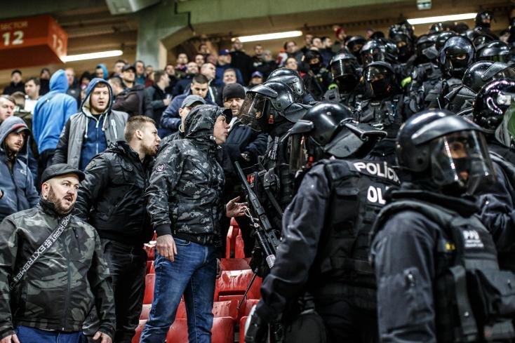 RENDŐRSÉG: 11 szurkolót állítottak elő a szlovák–magyar derbi után, többen pénzbüntetést kaptak