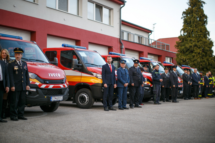 16 csallóközi település önkéntes tűzoltói kaptak új gépkocsit