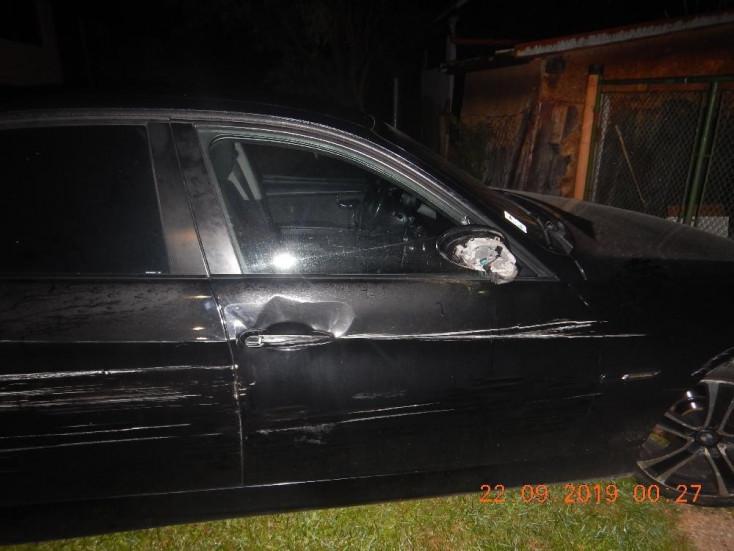 Parkoló autóba hajtott a csontrészeg fiatal, egy másik az árokban kötött ki