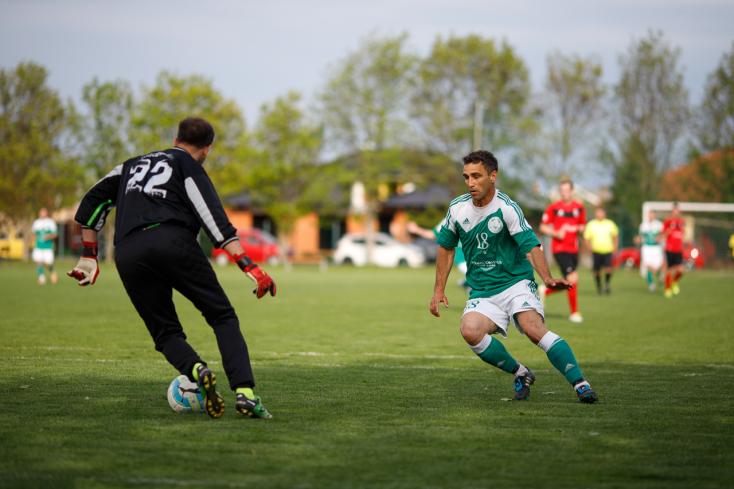 Nyugat-szlovákiai V. liga, keleti csoport, 29. forduló: A cserepadon gyűjtött be sárga és piros lapot Urblík József