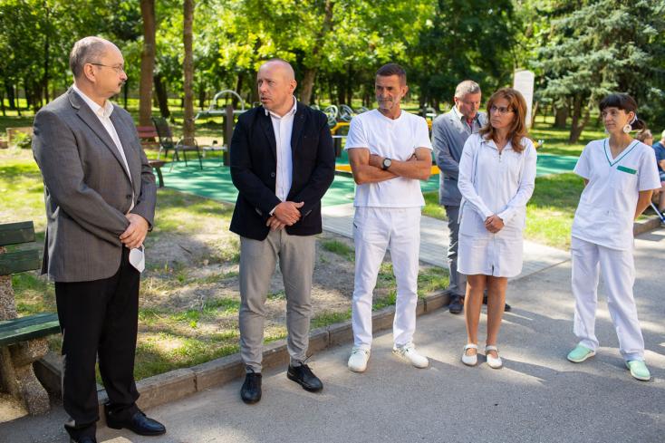 Újonnan kialakított rehabilitációs parkot adtak át a légi Vitalita egészségközpontban