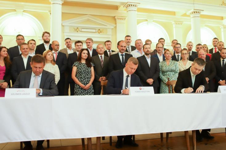 Egyesült erővel – az MKP, a Híd és az Összefogás memorandumban erősítette meg, hogy egyesülnek