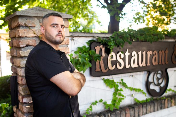 Kitartással és alázatos munkával a siker sem marad el – Fekete Ádámmal, a Villa Rosa szakácsával beszélgettünk (VIDEÓ)