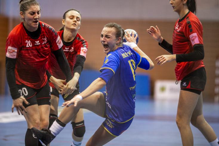 Egy nehéz meccsen nyertek a dunaszerdahelyi kézis lányok