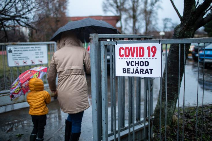 Tömeges tesztelés: Dunaszerdahelyen a szombati gyorstesztek 3%-a lett pozitív! (Percről percre)