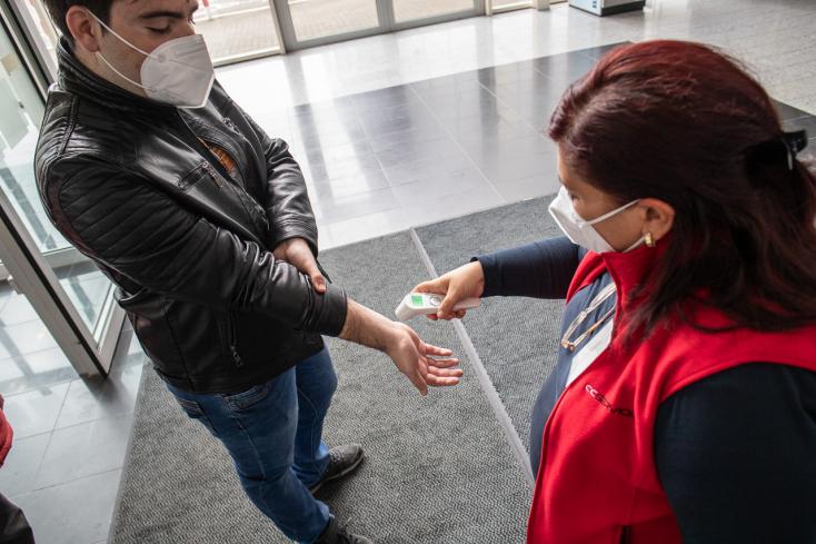 KORONAVÍRUS: Folytatódik a kórházban ápoltak számának csökkenése, de közel 50-en meghaltak