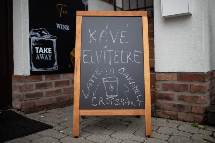 A gyomrunkhoz fél éve egy ablakon át vezet az út – kávézók, éttermek tulajdonosait kérdeztük Dunaszerdahelyről és Komáromból