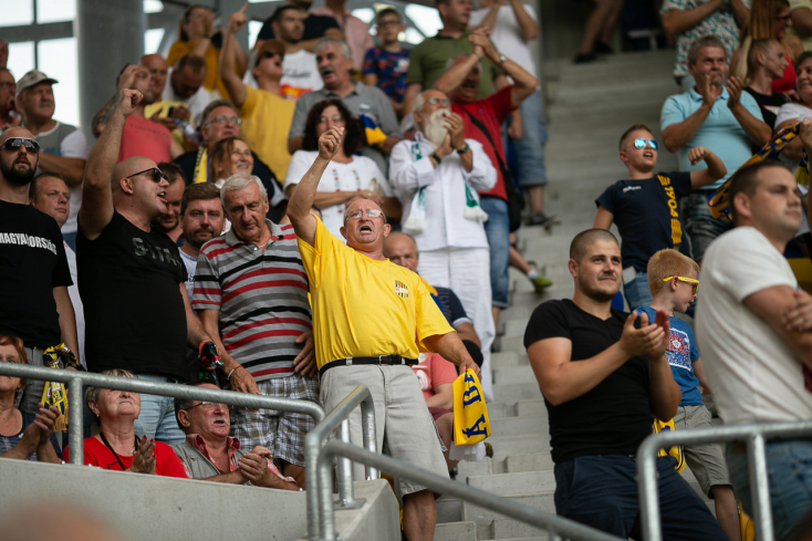 """""""Állítsuk meg a sport sírásóit!"""" – tüntetést szerveznek a szurkolók a Kormányhivatal előtt"""