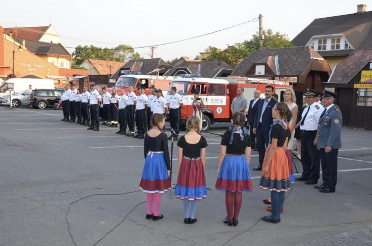 A füleki önkéntes tűzoltók új esetkocsit kaptak az államtól