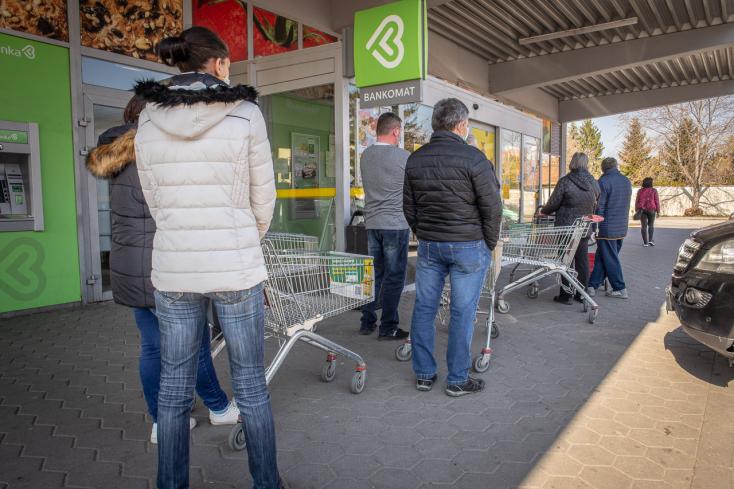 A dunaszerdahelyi üzletekben sem lenne egyszerű a testhőmérséklet-mérés kivitelezése, a kormány módosított az intézkedésen