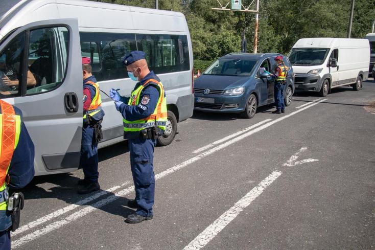 Változnak a beutazási szabályok Magyarországra, vörös, sárga és zöld kategóriába sorolják az államokat