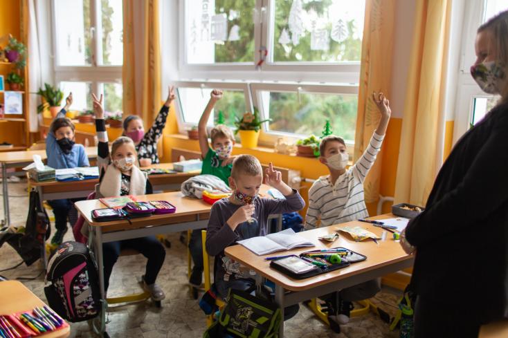 Egy valami biztos: a bizonytalanság – Péntek délután van és még senki sem tudja, hogy kinyithatnak-e az iskolák hétfőn