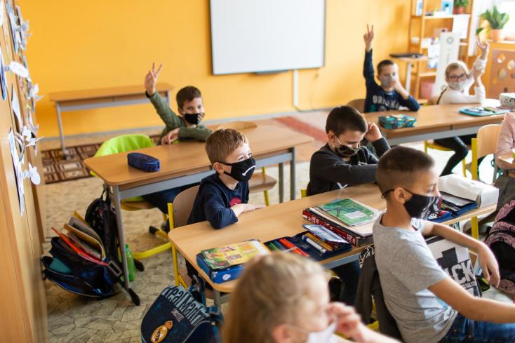 Hétfőtől megnyitják az óvodákat és az alapiskolák alsó tagozatát Szencen