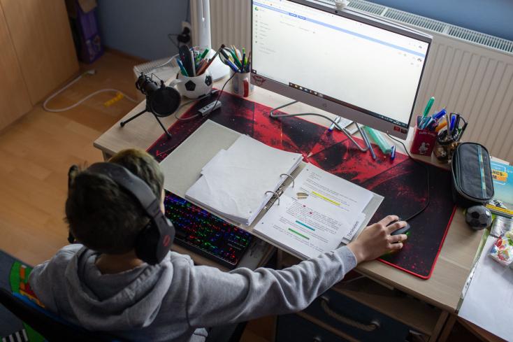 Az oktatásügyi minisztérium ezer videotanórát tartalmazó adatbázist hoz létre az iskolásoknak – köztük magyar nyelvűeket is