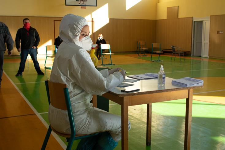 Országos tesztelés: Pozitív lett a teszteredménye az első körben? Mutatjuk, mi a teendő a karantén letelte után