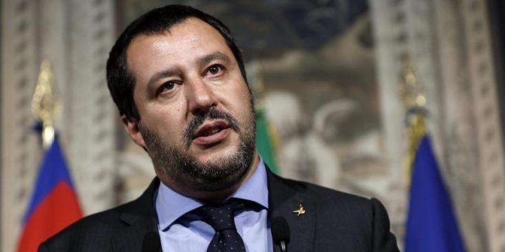 Pénzbüntetéssel sújtaná a migránsokat mentőket az olasz belügyminiszter