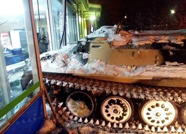Tankkal ment be a boltba borért a hibbant orosz - FOTÓK