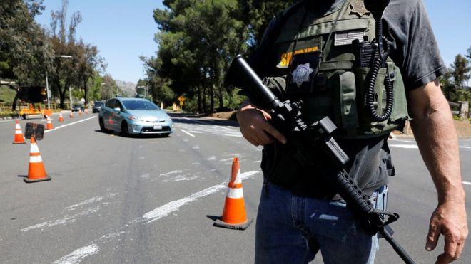 Fiatal srác lövöldözött egy zsinagógában, egy ember meghalt