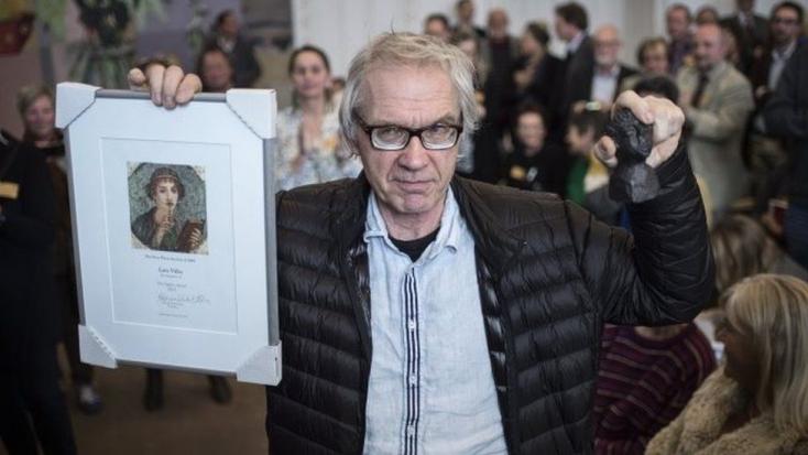 Autóbalesetben meghalt a svéd karikaturista, akit Mohamed-szatírája miatt üldözött az al-Kaida