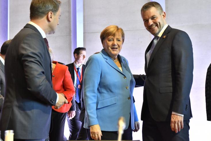 Merkel: Aki nem fogad be menekültet, annak fizetnie kell