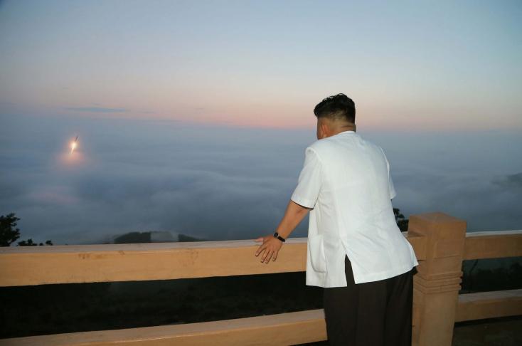 Jutalom jár azért Kimnek, ha nem csinál atombombát!