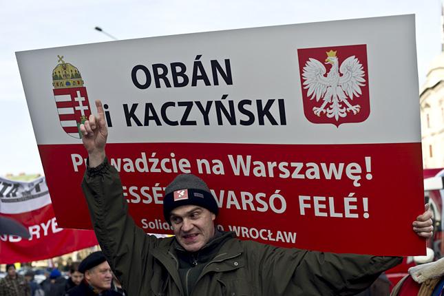 Kezd Brüsszelre hallgatni a lengyel kormánypárt