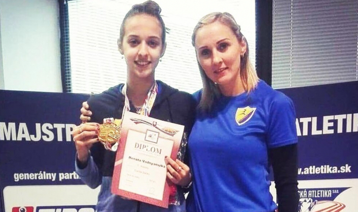 Juniorként, új egyéni csúccsal, a nők mezőnyében szerzett bajnoki aranyérmet Vodnyánszky Renáta