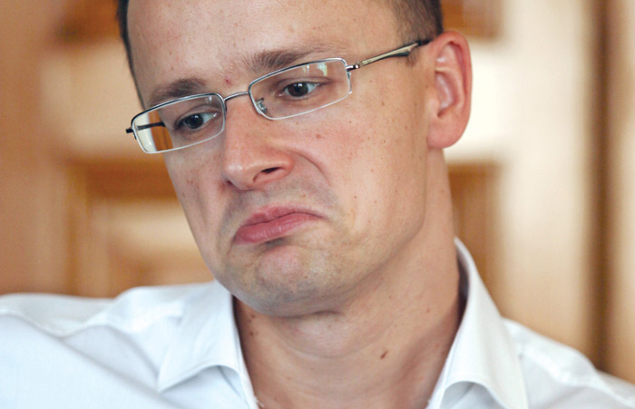 Szijjártó szerint van egy agymenést produkáló EU-s külügyminiszter, aki ostoba és gyűlöli Magyarországot