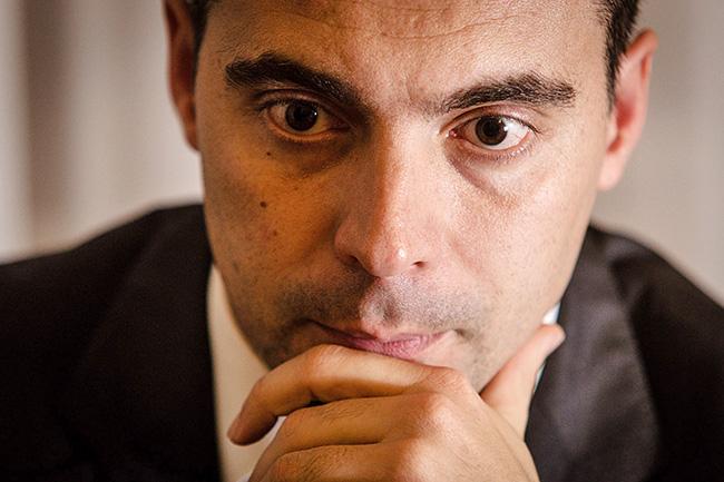 Vona azért rúgja ki a tahókat a Jobbik elnökéségéből, hogy leválthassa a Orbánékat
