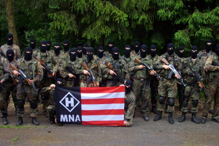A Magyar Nemzeti Arcvonalhoz köthető személyeket állítottak elő, lőfegyvereket találtak náluk