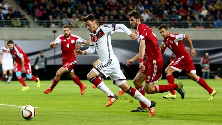 Eb-selejtezők: Szenvedve jutott ki a világbajnok, megint Lewandowski döntött