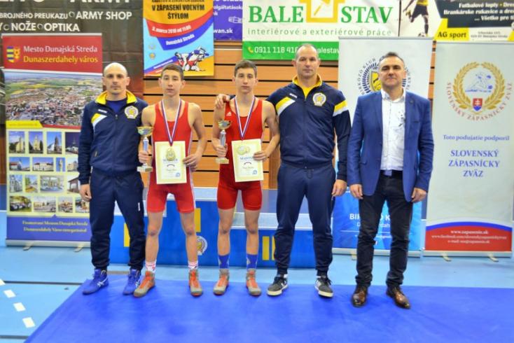 Csörgőék (Tamás, László és Áron) három bajnoki aranyérme