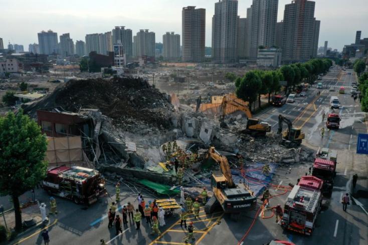 Többen meghaltak, miután összedőlt egy lebontásra ítélt épület Dél-Koreában