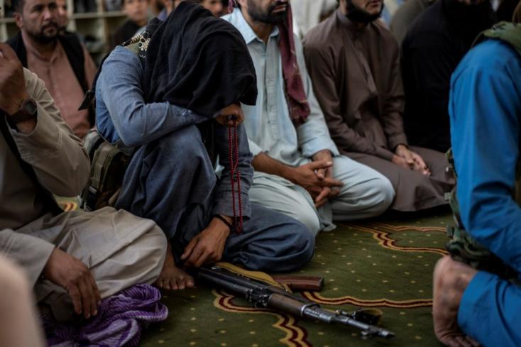 Szélsőséges elrettentés: Egy daruról lógattakle holttestet, állítólag emberrabláson kapták rajta a tálibok