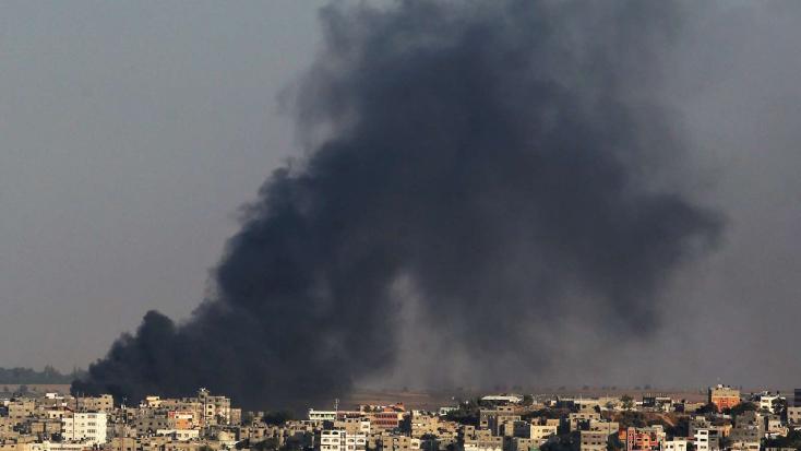 Izrael nem hajlandó készpénzzel teli bőröndöket beengedni a Gázaiövezetbe, ezért kapott is egy kis rakétatámadást