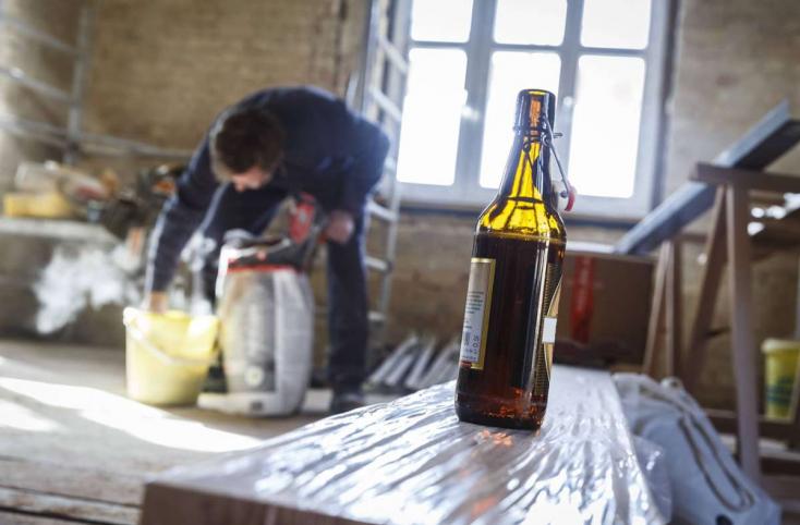 A kőművesek a legnagyobb szeszfogyasztók, a lelkészek és a meteorológusok alig isznak alkoholt egy kutatás szerint