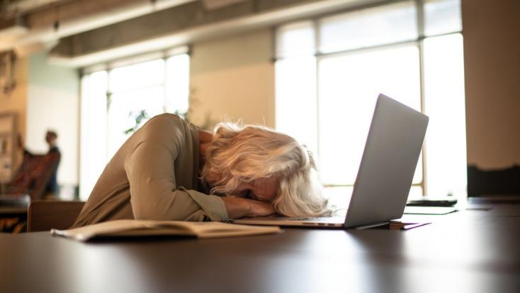 Növeli a korai demencia kockázatát akevés alvás