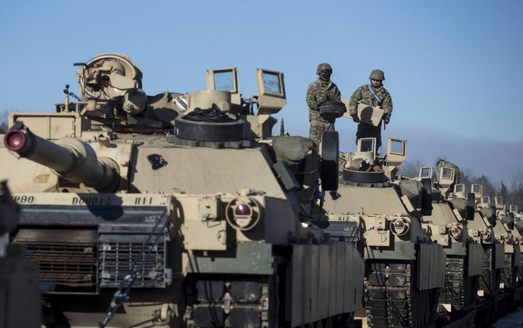 A Csallóközben is találkozhatunk az országon átvonuló amerikai harckocsikkal