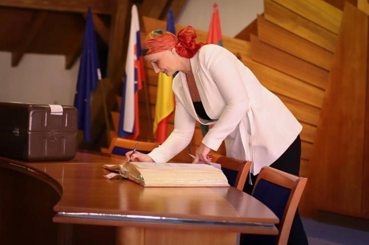 Antal Ágota is letette az esküt Dunaszerdahelyen, új és régi-új arcok kerültek a bizottságokba