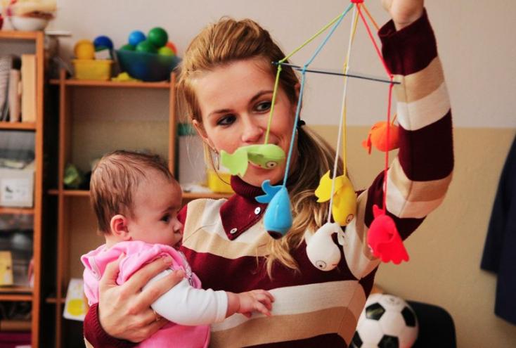 Mától nő az anyasági és a gyermekgondozási segély
