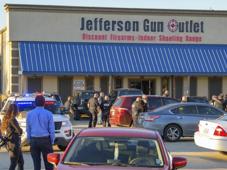 Tűzharc tört ki egy fegyverboltban New Orleansban, hárman meghaltak