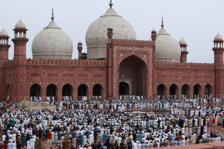 Ketten meghaltak, 28-an megsebesültek egy mecsetben végrehajtott merényletben