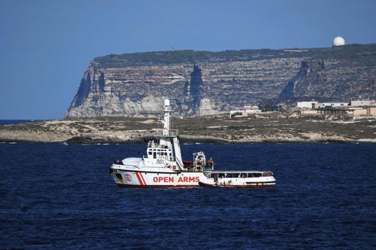 Több mint hetven menedékkérőt vett fedélzetére az Open Arms hajó