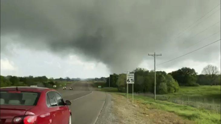 Heves viharok söpörtek végig Oklahoma és Texas határán az Egyesült Államokban, többen meghaltak