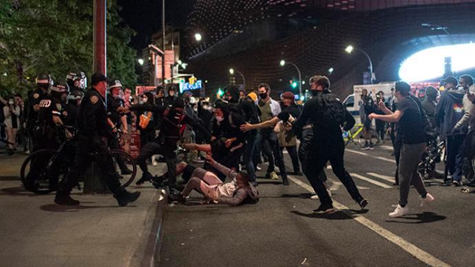 A kijárási tilalom ellenére folytatódnak az erőszakos megmozdulások New Yorkban