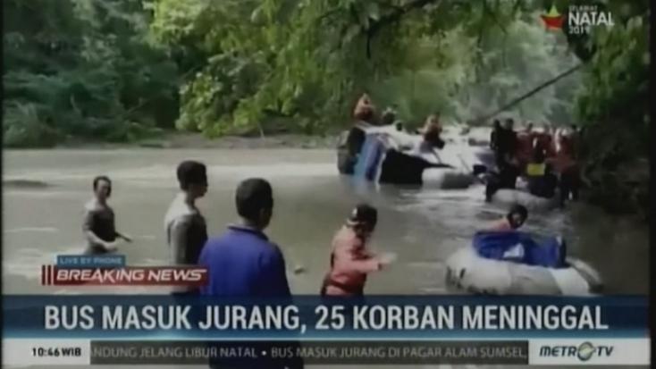 Indonéziában szakadékba zuhant egy busz, sokan meghaltak