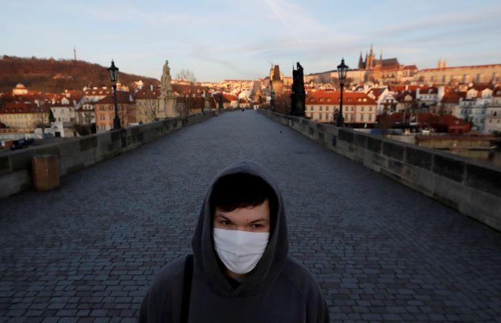 Csehországban újabb boltok nyitottak ki, de közben szigorodtak a higiéniai előírások