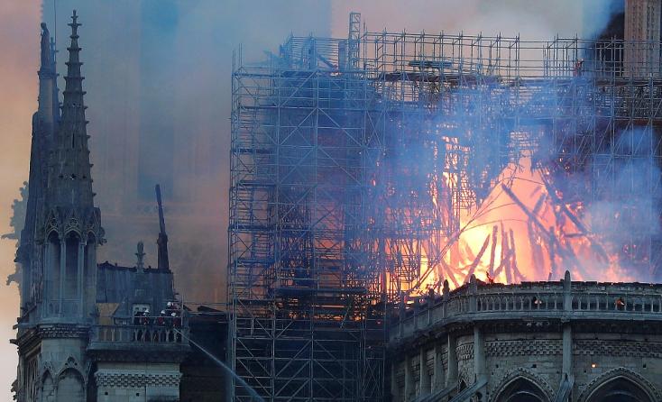 A Notre-Dame ötéven belüli újjáépítését ígéri a francia elnök