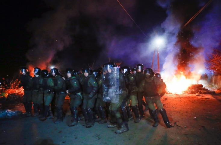 Rendőrök sebesültekmeg,24embert őrizetbe vettek a Kínából evakuáltak miatt kitört ukrajnai zavargásban– VIDEÓK
