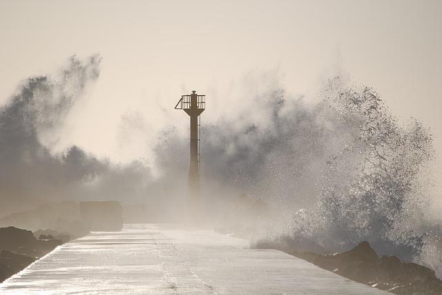 Nagy erejű tájfun közeledik Japán déli partjaihoz
